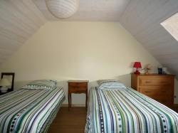 Chambre avec deux lits au Gite Mont Saint Michel