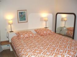 chambre lit double gite Mont Saint michel
